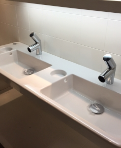 Alessi tvättställ med spegel och blandare